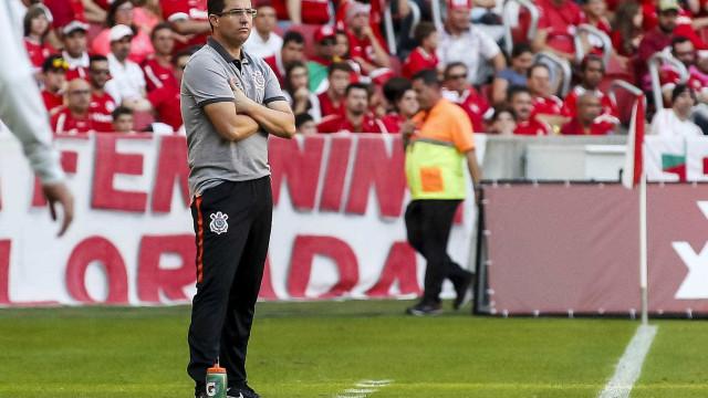 Corinthians repete esquema sem centroavante em duelo com a Chape
