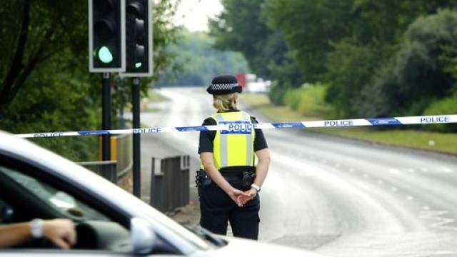Mulher grávida morre atropelada em frente ao marido no Reino Unido