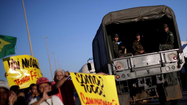 Entidades aderem a acordo, mas caminhoneiros seguem parados