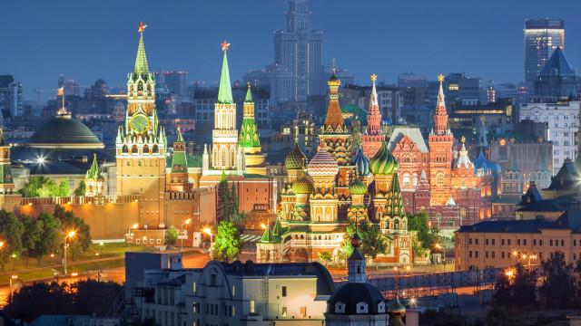 Kremlin oferece vacina grátis aos russos, que seguem céticos sobre eficácia