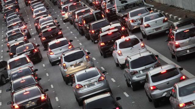 Sabia que pessoas que dirigem carros caros são piores no trânsito?