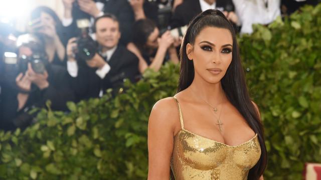 Kim Kardashian usa look medieval