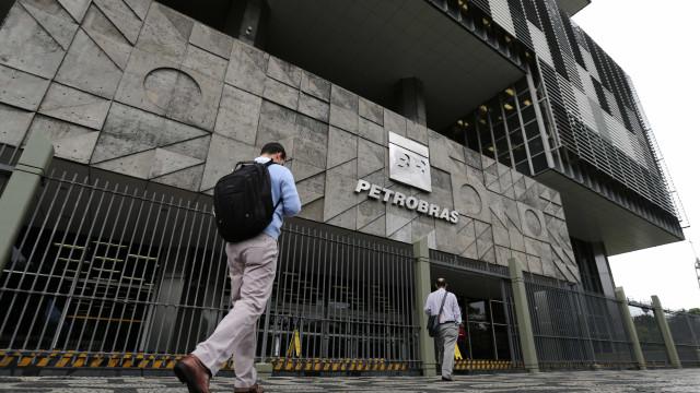 Com petróleo em baixa, Petrobras perde US$ 49 bi em valor de mercado