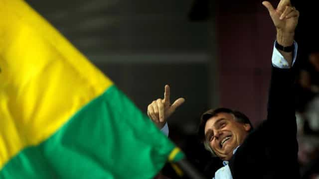 Bolsonaro possui 45 apps para celular criados por eleitores