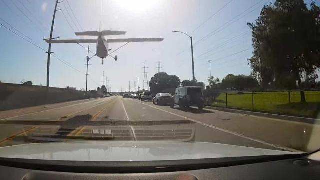 Avião faz pouso de emergência em Los Angeles; vídeo