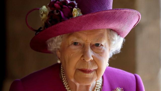 Rainha Elizabeth substituirá roupas de pele natural por sintéticos