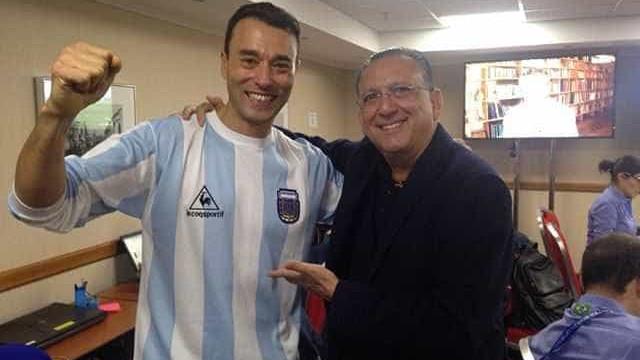 Apresentador do SporTV veste camisa da Argentina com 'aval' de Galvão
