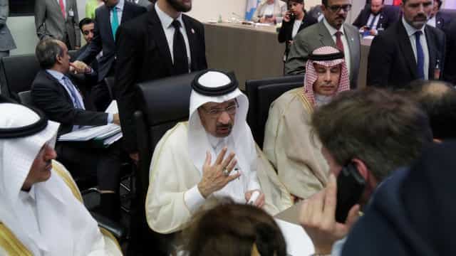 Opep chega a acordo para aumentar produção de petróleo