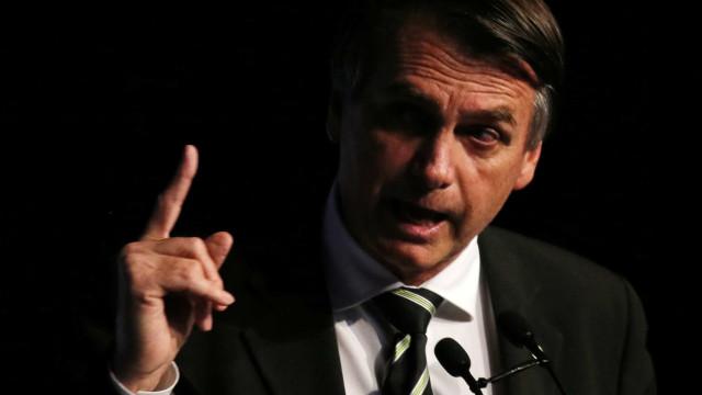 Bolsonaro promete novas regras para porte de armas de fogo