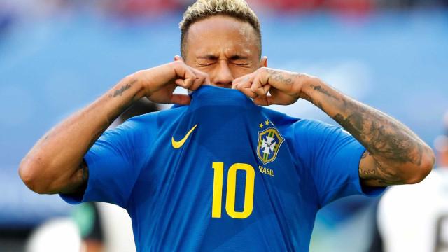 Sob holofotes, Neymar encara peso de ser herói contra a Sérvia