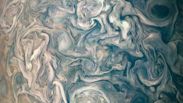 Fotografia mostra as caóticas e belas nuvens de Júpiter