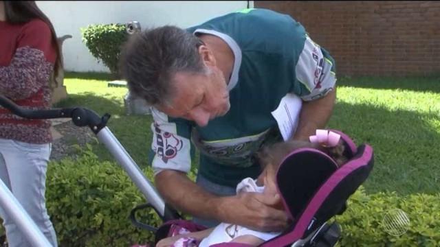 Criança com paralisia cerebral é impedida de embarcar em avião na Bahia