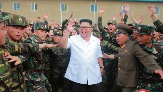Coreia do Norte continua com programa nuclear, dizem fontes