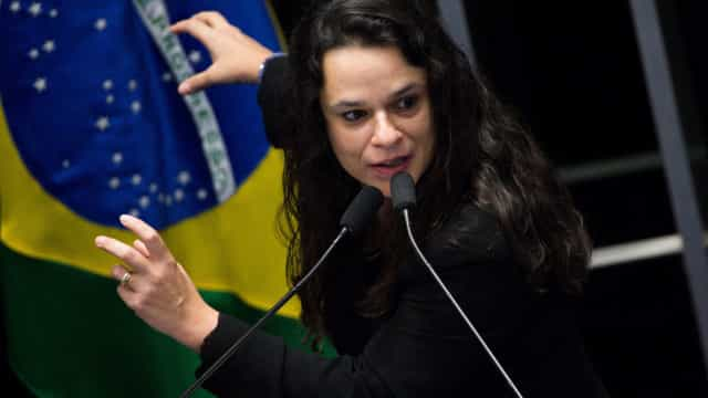 Bolsonaro tem que sair da Presidência, diz Janaina Paschoal