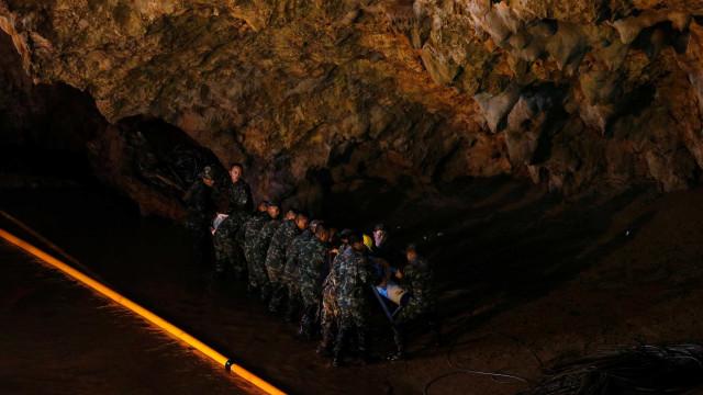 Tailândia: meninos presos em caverna vão receber aulas de mergulho
