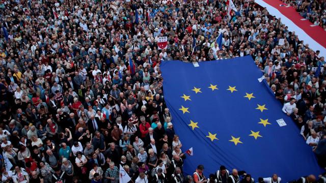 Milhares protestam e pedem 'Justiça livre' na Polônia