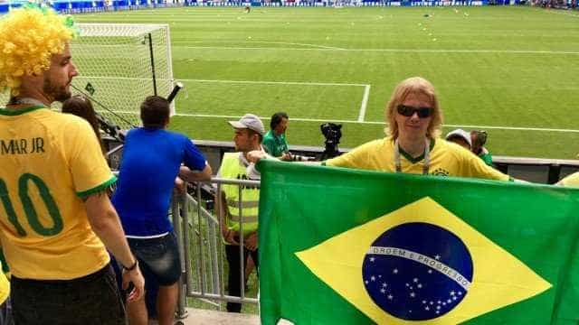 Torcedor russo que virou meme verá Brasil x Bélgica a convite da CBF