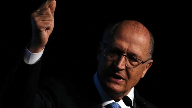 Bolsonaro segue líder em pesquisa e Alckmin chega aos dois dígitos