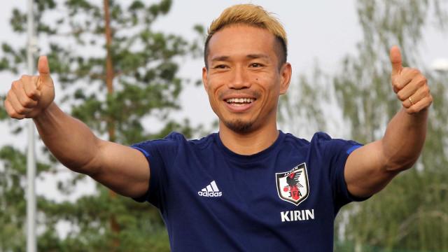 Seleção japonesa é recebida com festa em retorno ao país