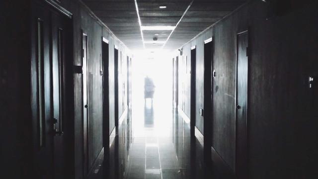 Estudante que teve intestino perfurado em lipoescultura segue internada
