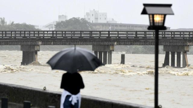 Região oeste do Japão é atingida por fortes chuvas
