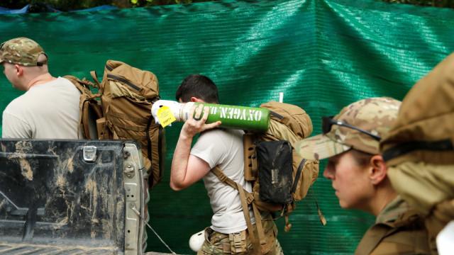Equipes retomam resgaste de grupo em caverna na Tailândia nesta segunda