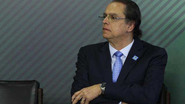 Ministro do Trabalho demite '171' e 'peladeiro' do PTB