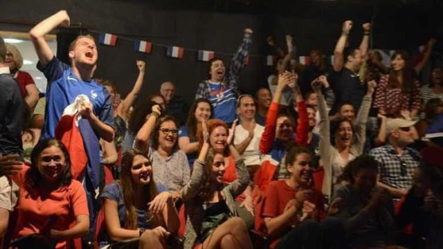Aos gritos de bicampeão, franceses comemoram vitória no Rio
