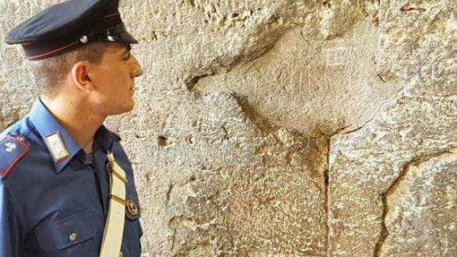 Turista brasileiro é denunciado por vandalismo no Coliseu