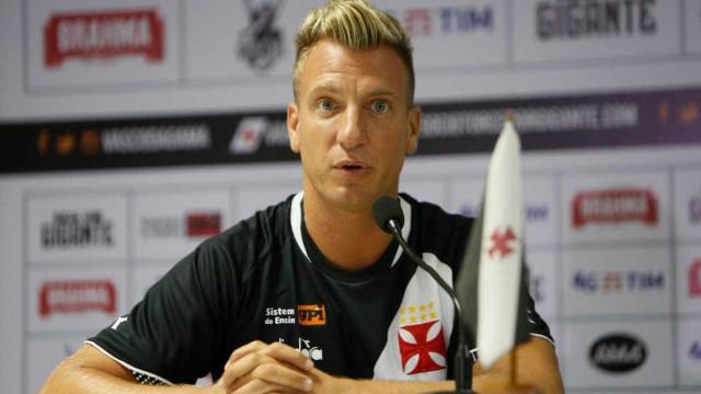 Maxi López deve ser novidade na escalação do Vasco contra o Santos