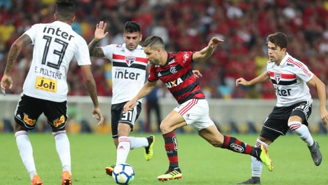 Flamengo defende liderança e tenta encerrar tabu contra times paulistas