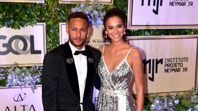 Neymar publica vídeo com Bruna Marquezine e fãs 'shipam'