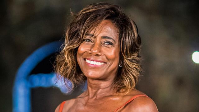 Gloria Maria tem alta hospitalar após passar por cirurgia de emergência