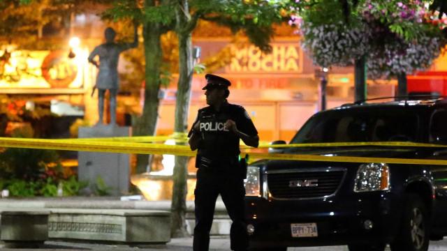 Sobe para dois número de mortos em ataque a tiros em Toronto