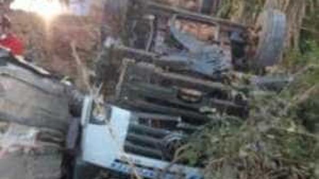 Acidente entre caminhão e viatura da PM deixa três policiais mortos