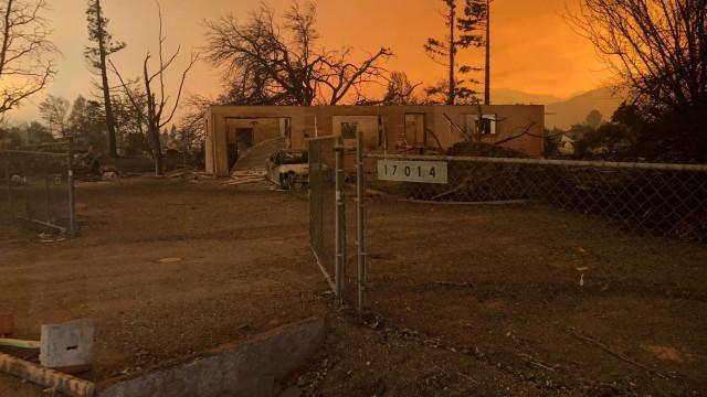 Incêndios: 37 mil pessoas retiradas e 125 casas destruídas nos EUA