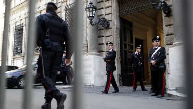 Militar é encontrado morto no palácio de Berlusconi em Roma