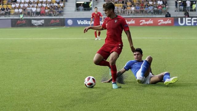 Português de 19 anos é chamado de 'novo Cristiano Ronaldo' no país