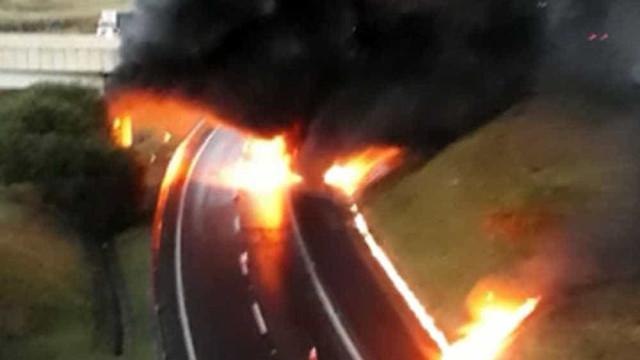 Caminhão pega fogo em trecho de Valinhos e Campinas