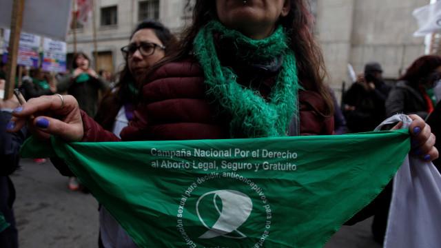Rede de socorristas ajuda mulheres a abortarem na Argentina