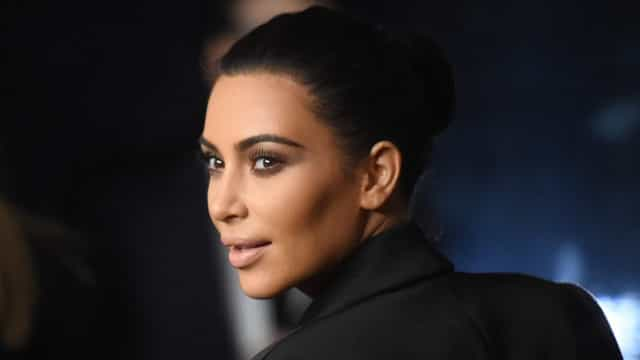 Kim Kardashian deleta nude após acusação de desrespeito a massacre