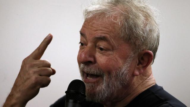 Lula vê tratamento diferente a Bolsonaro e questiona: Cadê Queiroz?