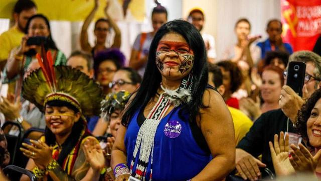 Juiz tranca inquérito da PF contra Sônia Guajajara por críticas ao governo