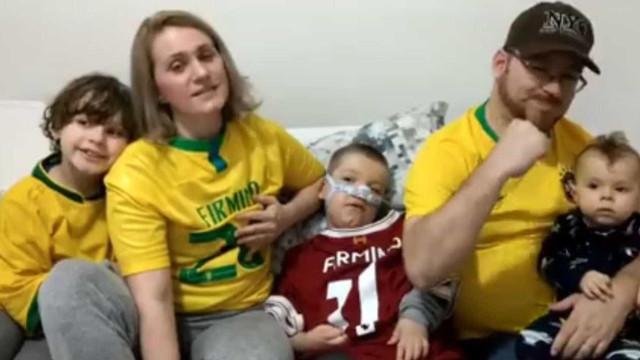 Firmino doa R$ 286 mil para tratamento médico de irmãos