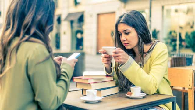 Celular a ajudar a diminuir os níveis de estresse em situações sociais