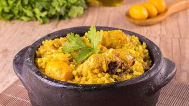 Receita caipira: aprenda a fazer frango com pequi