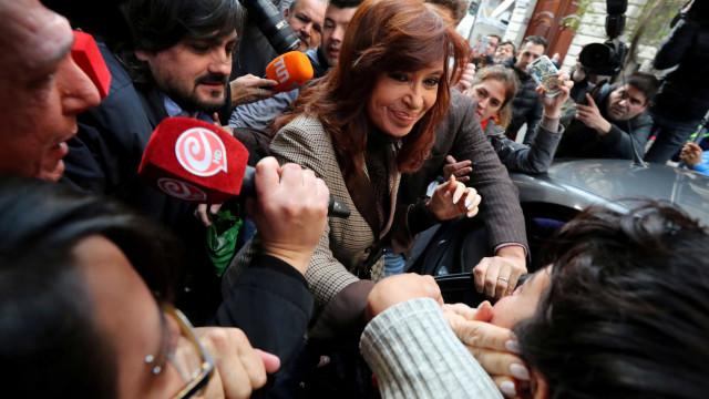 Senado autoriza revista de casas de Cristina Kirchner na Argentina