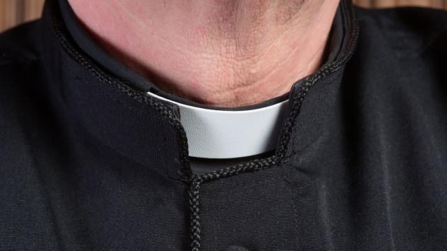 Jovem mata padre católico de quem teria sido vítima de abuso sexual