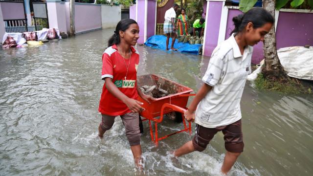 Problema em barragem inunda região na Índia