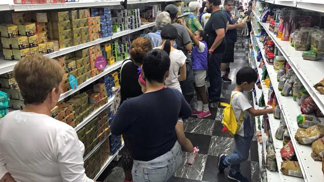 Venezuela desvaloriza moeda, eleva salários e gera mais instabilidade